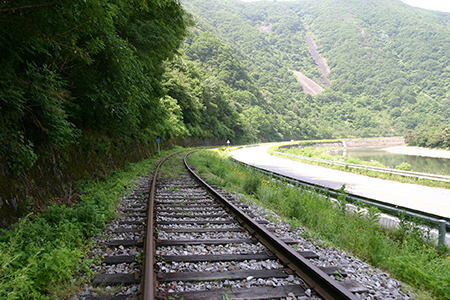 railroad-tracks-710614_1920.jpg